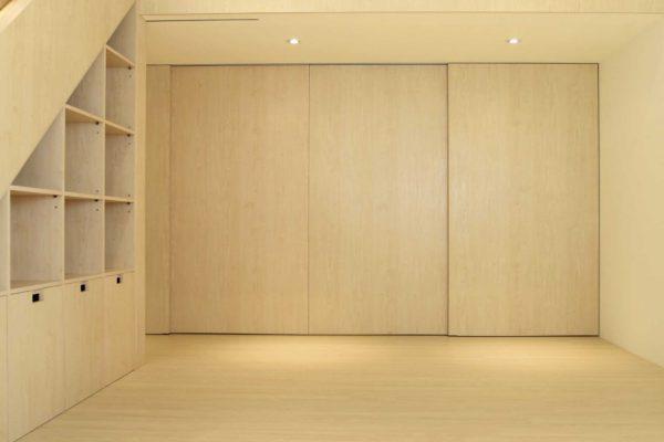 室內設計相關裝修作品各個理論家有自己不同的理解,有些認為僅僅指某種室內裝潢風格,有些認為是舊屋翻新之後整個時代的名稱