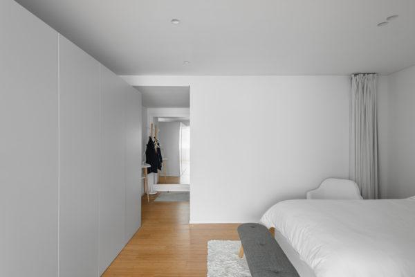 對於室內空間和使用功能的設計,建築設計和室內設計的工作重點是不同的。