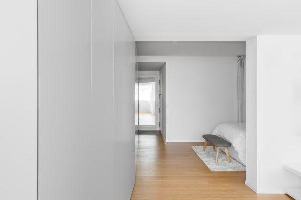 建築師與室內設計師都認為室內設計所做的工作是建築設計的延續、完善和再創造。