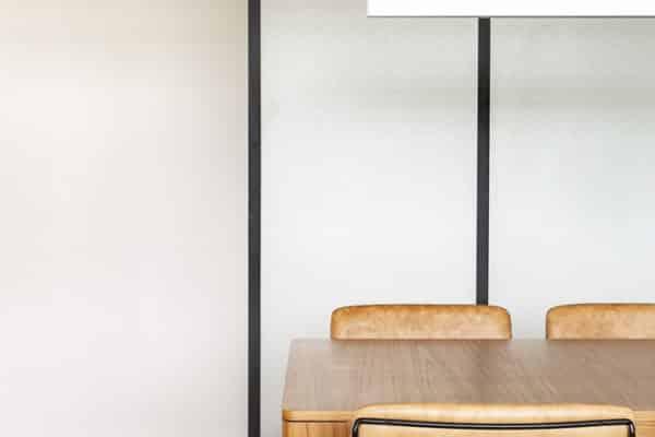 開放式的室內大廳設計給人以通透之感,避免視覺給人帶來的室內設計壓迫感,可緩解業主工作一天的疲憊。