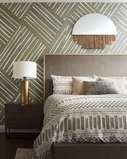 您可以輕鬆地將深色的室內床單,上方的毯子和墊子換成白色的室內設計風格。