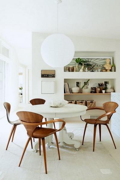 室內設計中伴隨著自然元素懸掛植物