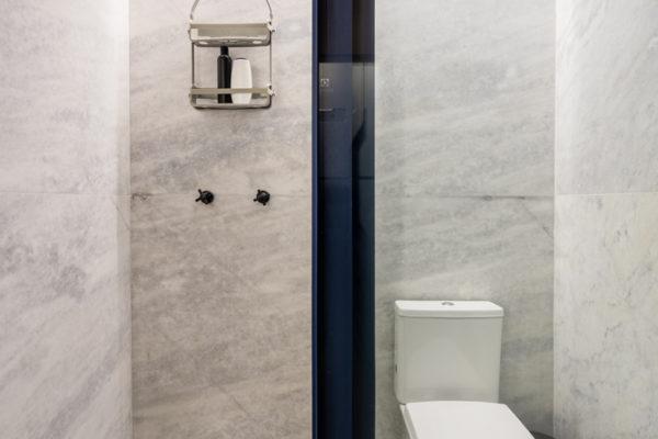 重視室內空間使用功能,強調室內設計時布置應按室內裝潢功能區分的原則進行