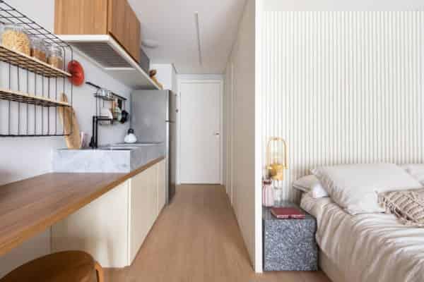 在室內設計中採用一切現代的科技手段,在設計中達到最佳聲、光、色、形的匹配效果