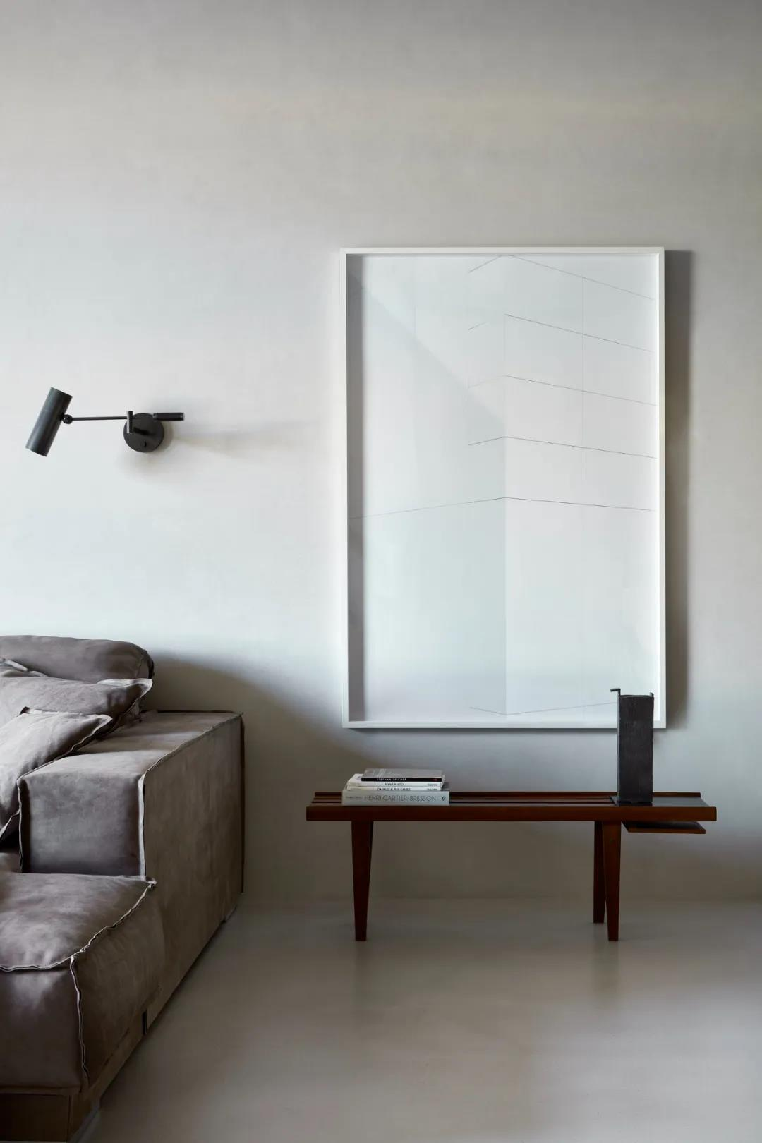 利用混凝土與木料的冷暖搭配室內設計