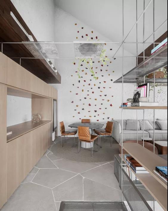 縮小休息區只為了更好的享受?這個家室內設計確實有點意思!